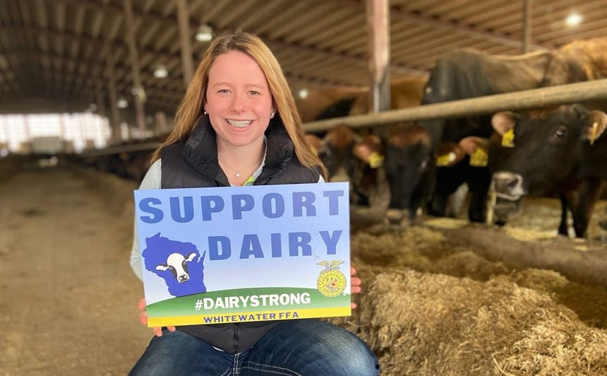 """Whitewater FFA Member Delivers Hundreds of """"Support Dairy"""" Yard Signs"""